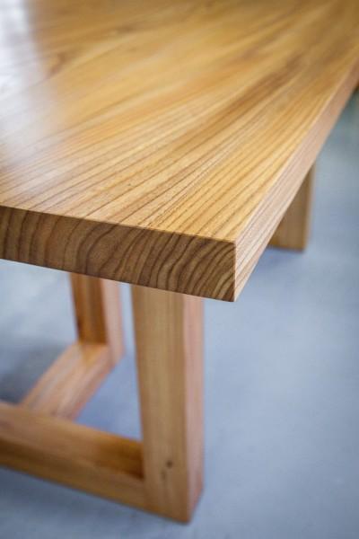 Sarka-pöytä jalavasta