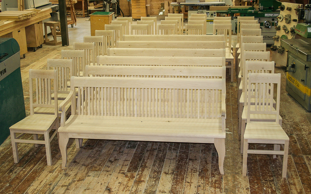 Oulun Lyseon lukiolle vuonna 2009 valmistetut istuimet, tässä kuvassa vielä maalia vailla.