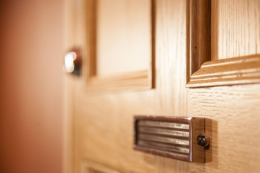 Sutela - Kirkkokatu 10 ovet