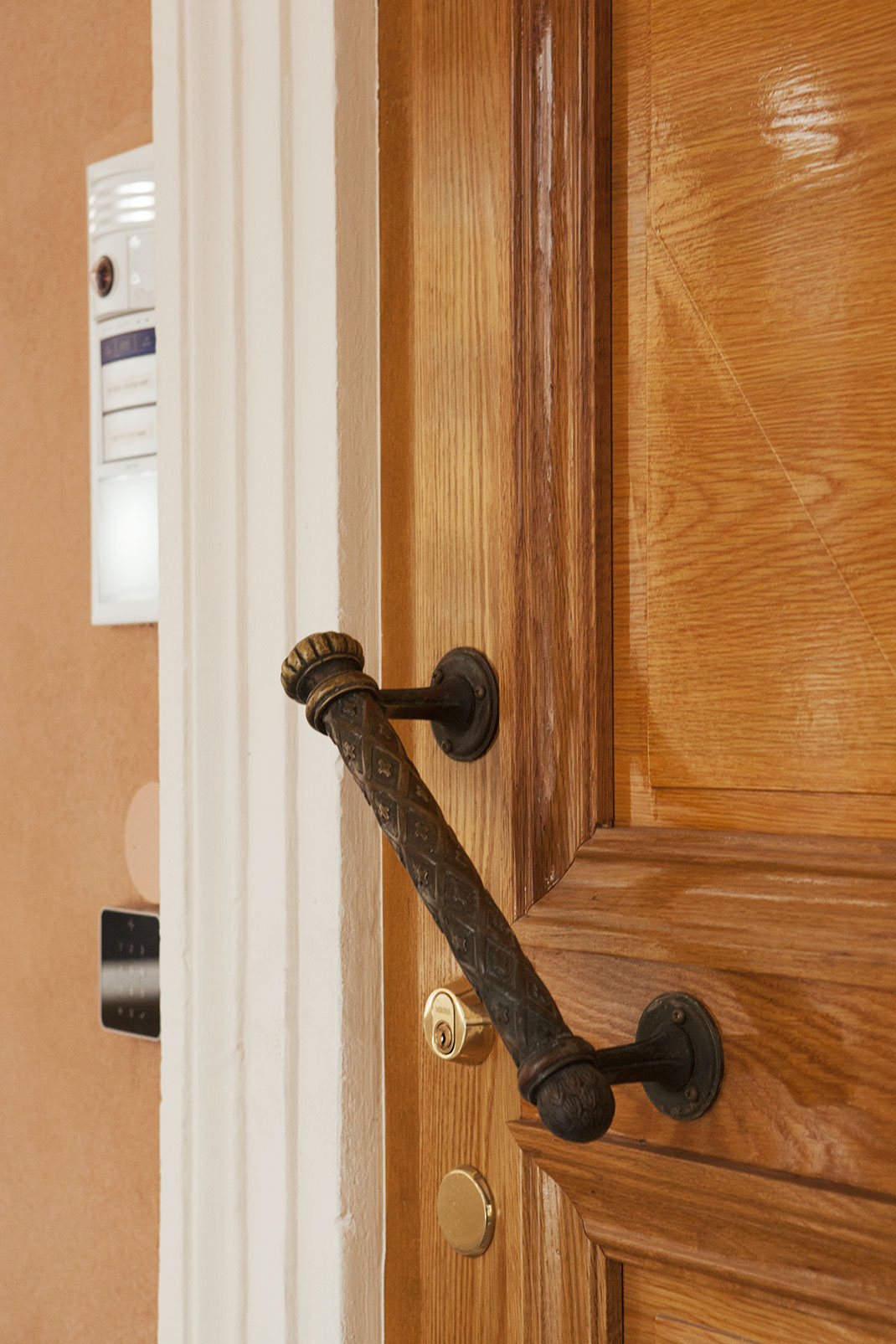 Sutela - Munkkiniemen kartanon ovet